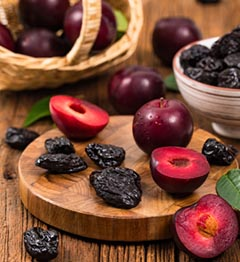 Dried plums and pitted prunes